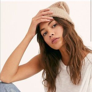 Free people beanie taupe